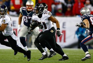 The Bucs are bringing in former Ravens LB Daryl Smith for a visit - Photo by: Getty Images