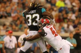 Bucs LB Kendell Beckwith - Photo by: Cliff Welch/PR