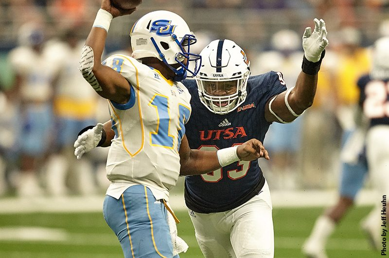 UTSA DE Marcus Davenport - Photo by: Jeff Heuhn
