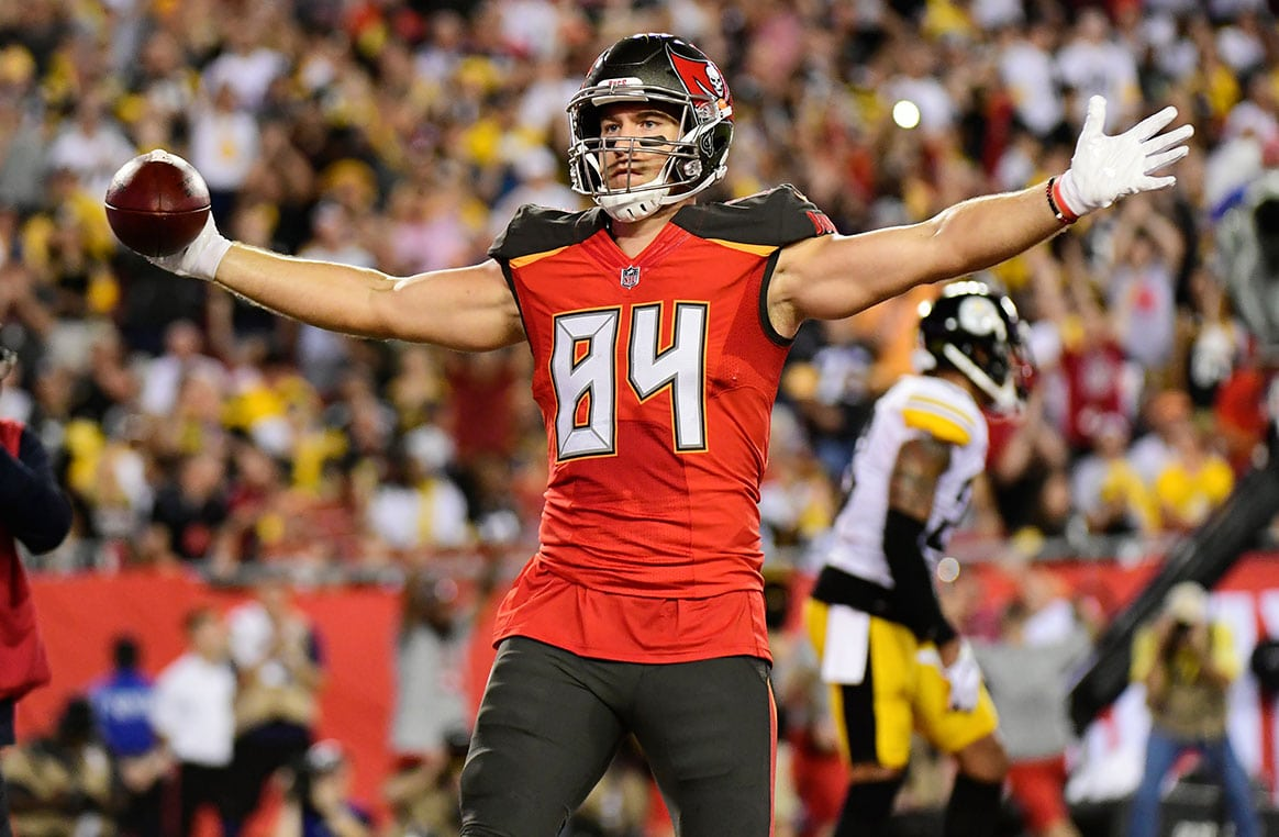 Bucs TE Cameron Brate - Photo by: Cliff Welch/PR